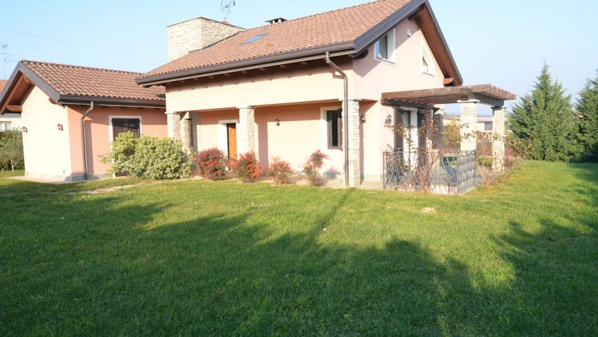 Vendesi Villa Signorile/Di Prestigio – Agrate Conturbia (NO) – Rif.LV002