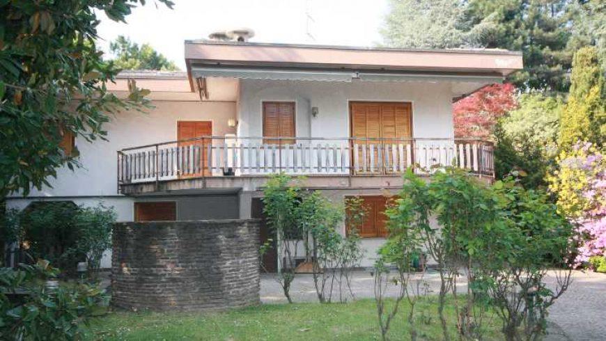 Vendesi Villa Signorile/Indipendente – Varallo Pombia (NO) – Rif.10032