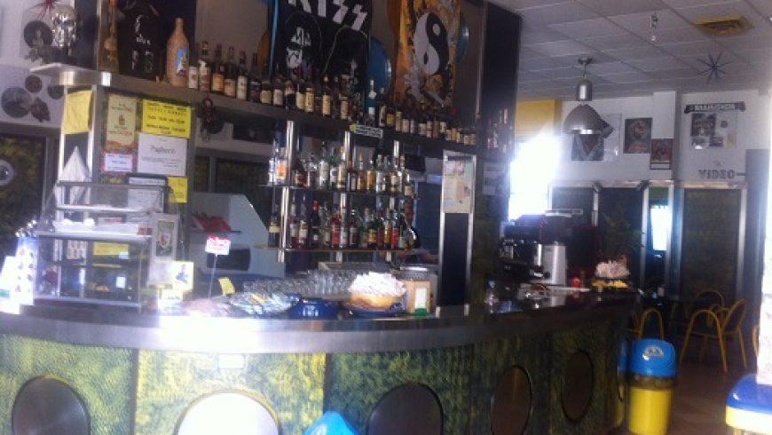 Vendesi Attività Commerciale, Licenza Bar – Bellinzago Novarese (NO) – Rif.40010