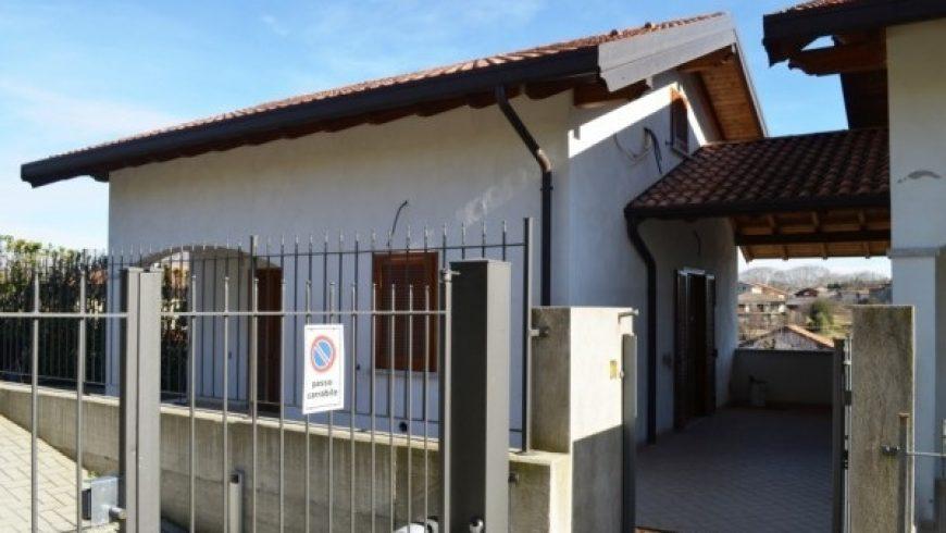 Vendesi Villetta Bifamiliare – Agrate Conturbia (NO) – Rif.10036