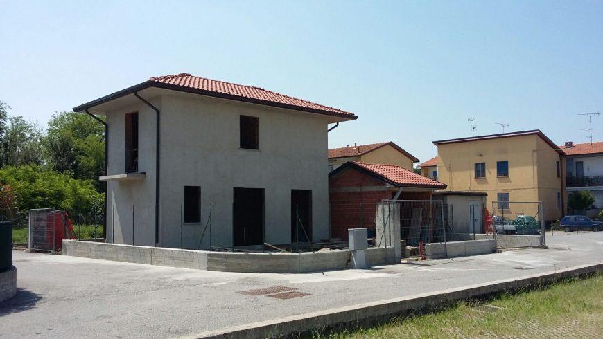 Vendesi Villa Indipendente – Borgo Ticino (NO) – Rif.10010