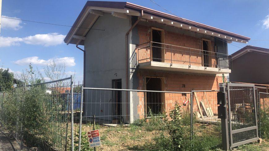 Vendesi Villa Indipendente – Oleggio (NO) – Rif.10026