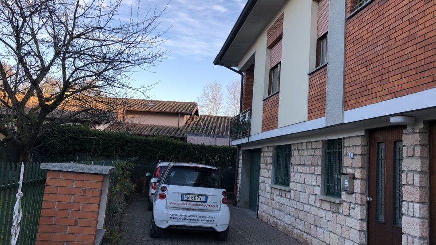 Vendesi Villa Bifamiliare – Taino (VA) – Rif.10076