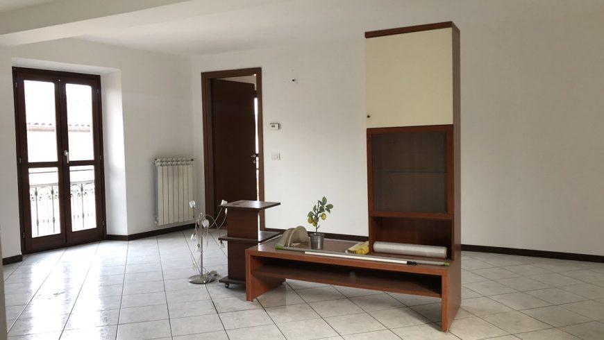 Vendesi Appartamento 4 Locali – Castelletto S.Ticino (NO) – Rif.20094