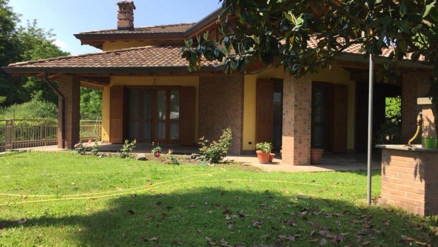 Vendesi Villa SIGNORILE – Borgo Ticino (NO) – Rif.10078