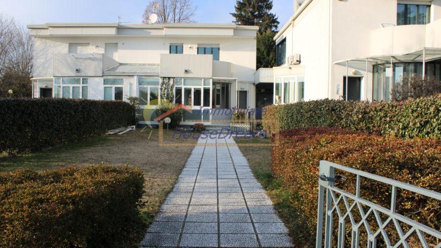Vendesi Villa Bifamiliare – Castelletto S.Ticino (NO) – Rif.10056